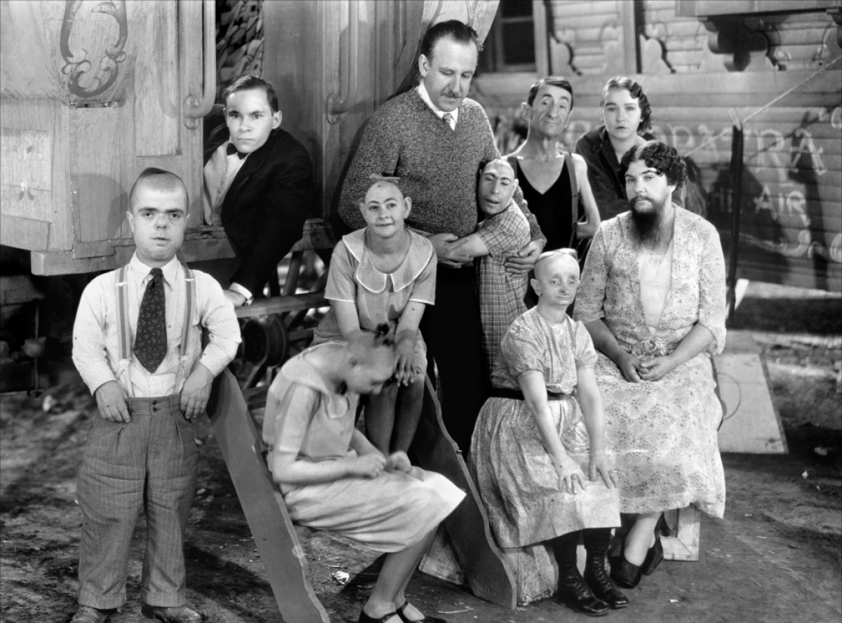http://centuryguild.files.wordpress.com/2012/02/tod-browning-freaks.jpg